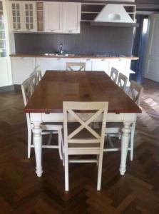 tavolo con sedie laccato