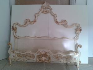 letto laccato decorato